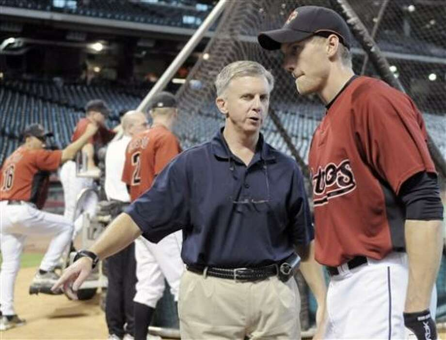 Astros general manager Ed Wade talks with Hunter Pence, right, during batting practice Thursday. Photo: Pat Sullivan, AP