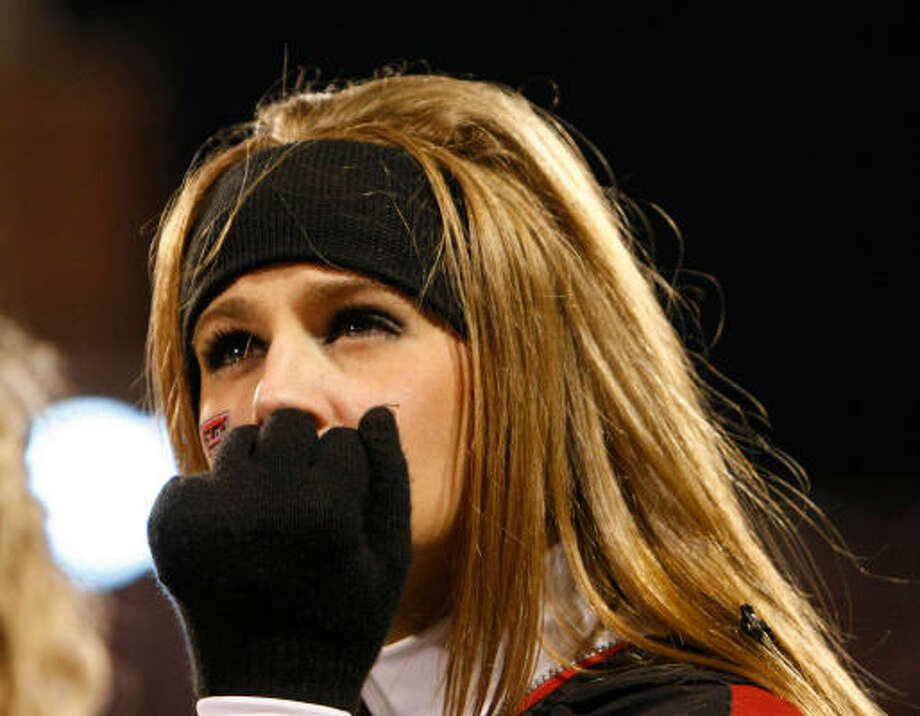 Texas Tech cheerleader Lindsay McCarthy checks the scoreboard. Photo: Nick De La Torre, CHRONICLE