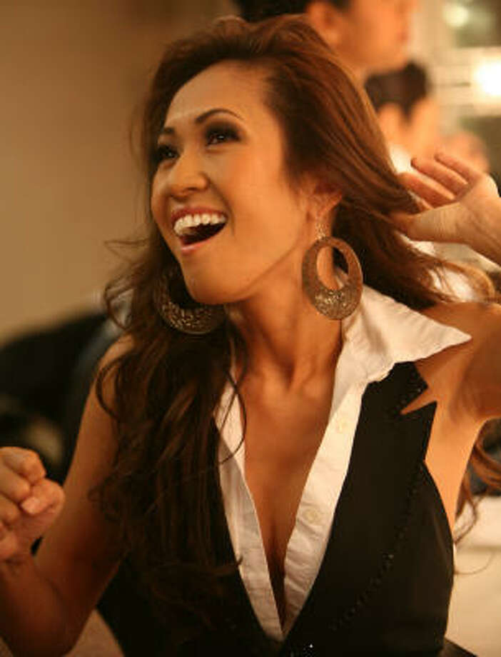 Vietnamese Pop Star Boa Han Pushes Fashion Limits Houston Chronicle