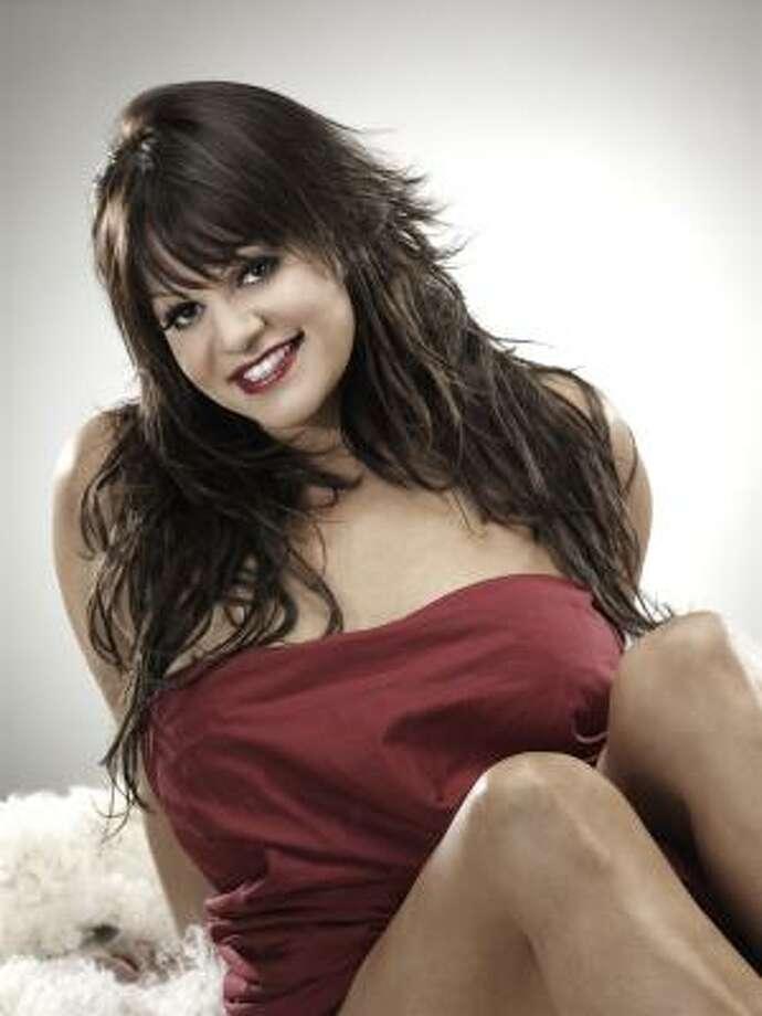 La cantante dice que está contenta por la nominación al Latin Grammy y por su nuevo disco en el cual muestra su faceta más íntima. Photo: Fonovisa