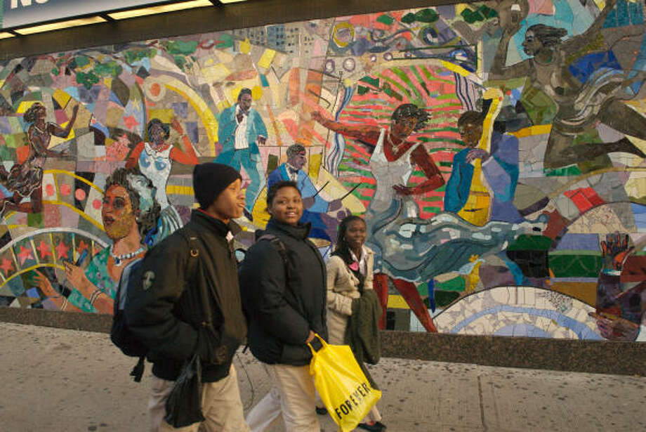 Street art on 125th Street, Harlem, N.Y. Photo: Dan Herrick, Lonely Planet Images