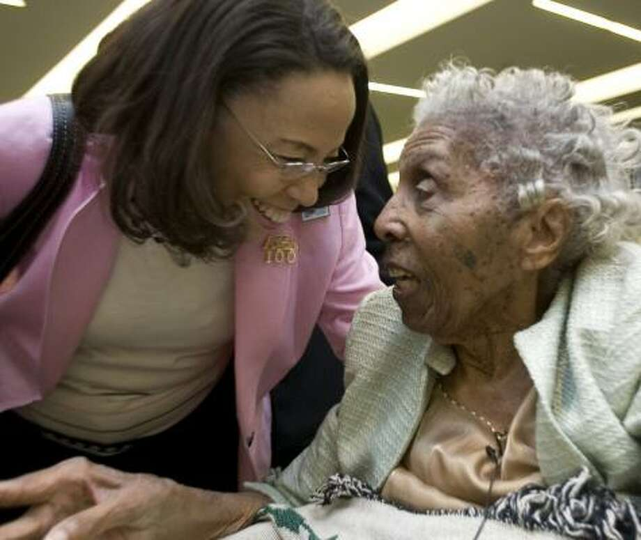 Patricia McGill praises retired educator and Alpha Kappa Alpha sorority sister Hazel Hainsworth Young, 103. Photo: JOHNNY HANSON, CHRONICLE