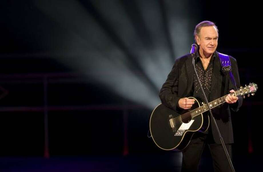 Neil Diamond left his fans with warm and fuzzy feelings at Tuesday's performance. Photo: NICK De La TORRE, CHRONICLE