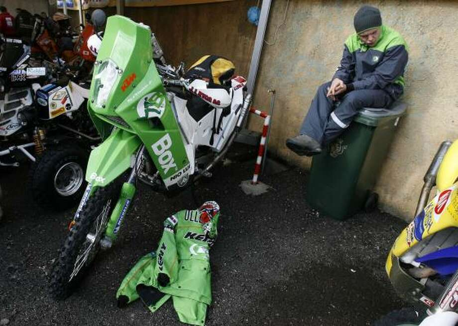 A mechanic has no work after the Dakar Rally, a race across the Sahara desert for motorcycles, cars and trucks, was called off. Photo: PAULO DUARTE, ASSOCIATED PRESS