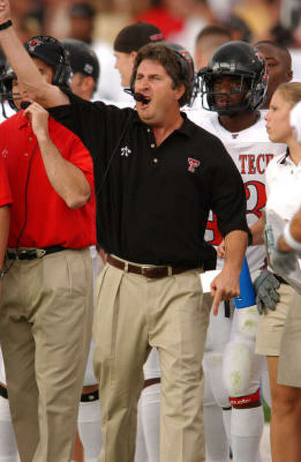 Mike Leach reacts during a 49-0 non-conference victory over New Mexico in 2002. Photo: Sean Meyers/Icon SMI