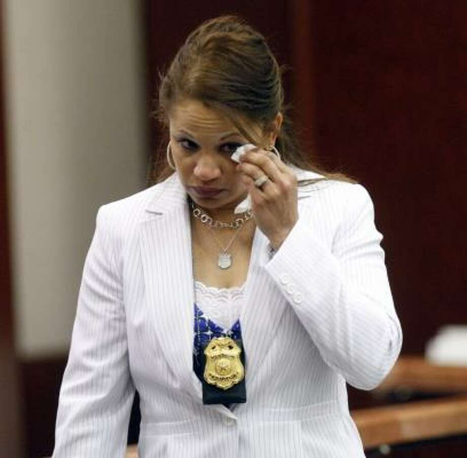 Joslyn Johnson, a Houston police officer, leaves the witness stand. Photo: JOHNNY HANSON, CHRONICLE