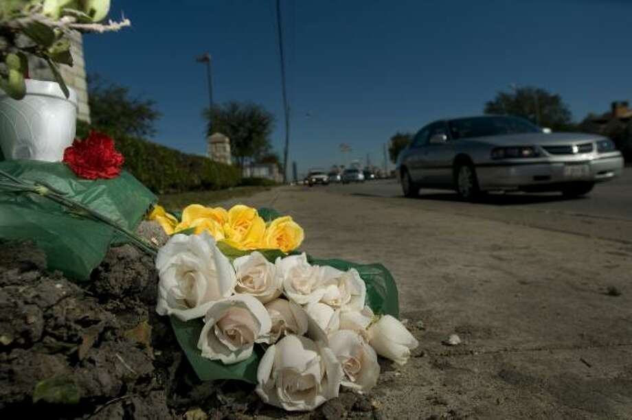 Flowers mark the spot where an Infiniti struck the curb after the speeding driver lost control of the vehicle about 2:30 a.m. Sunday. Photo: STEVE UECKERT, CHRONICLE