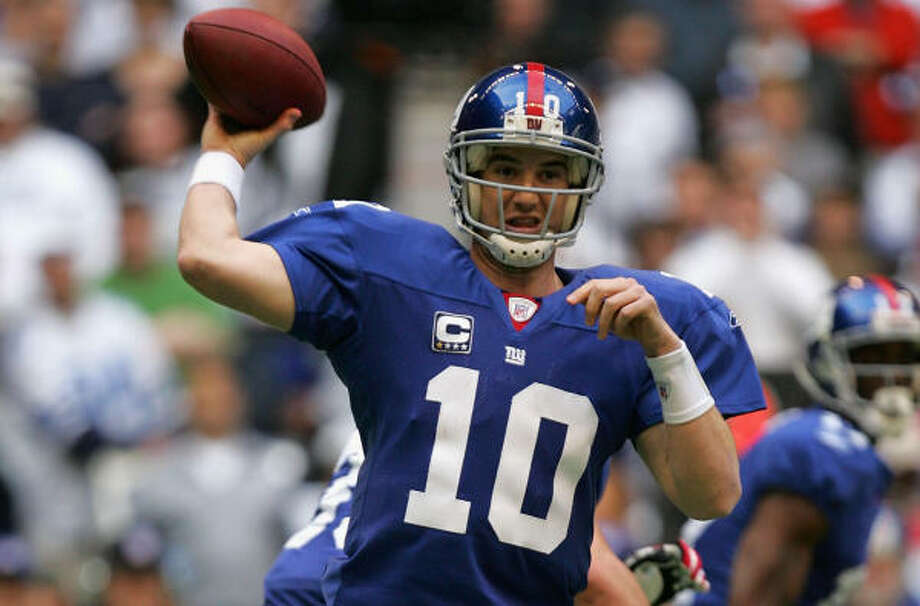 Giants quarterback Eli Manning will lead the Giants up against Brett Favre's Packers Sunday. Photo: Getty Images
