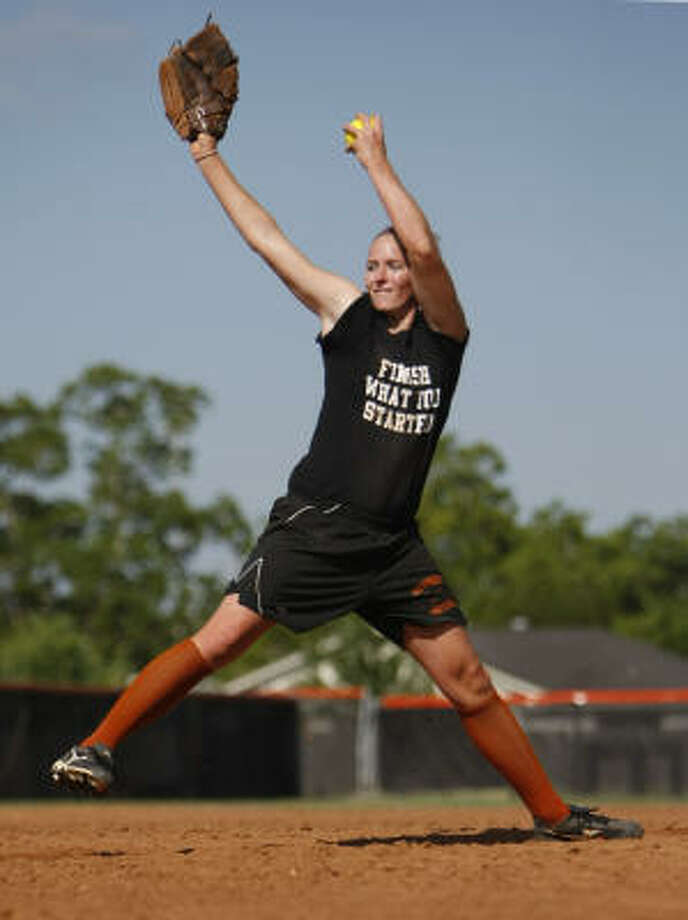 Senior ace Amber Anderson hopes to lead Alvin past Brazoswood in the Region III-5A softball finals. Photo: Nick De La Torre, Chronicle