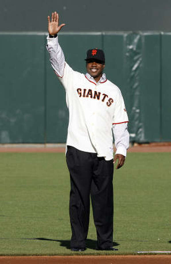 Barry Bonds motions to fans during a San Francisco Giants 50th Anniversary celebration. Photo: Max Morse, Getty Images