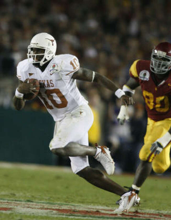 Vince Young, left, led the Texas Longhorns to the 2005 national championship. Photo: Nick De La Torre, Chronicle