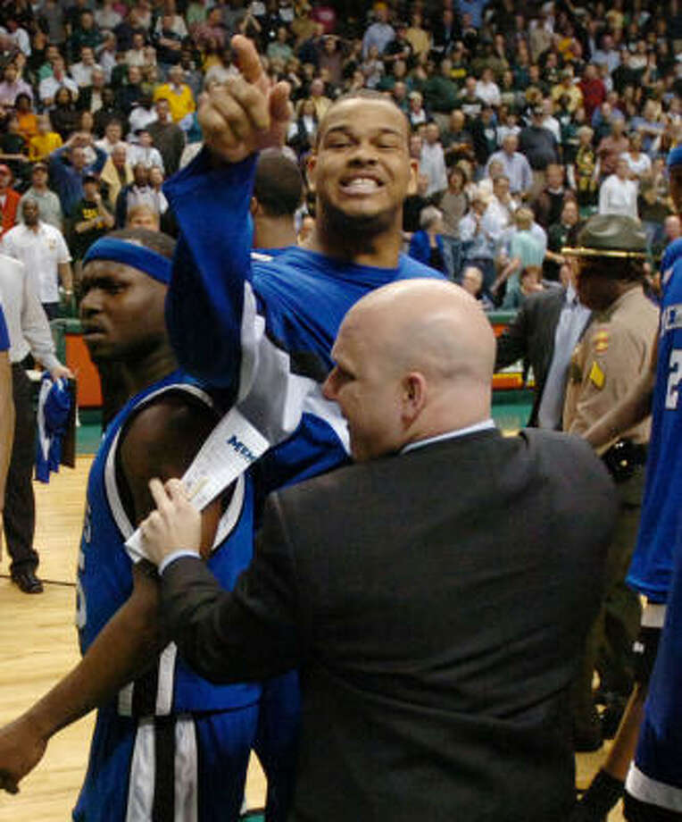 Memphis' Pierre Niles, top, is restrained as he taunts fans after Memphis defeated UAB 79-78 in in Birmingham, Ala. on Saturday. Photo: HAL YEAGER, AP