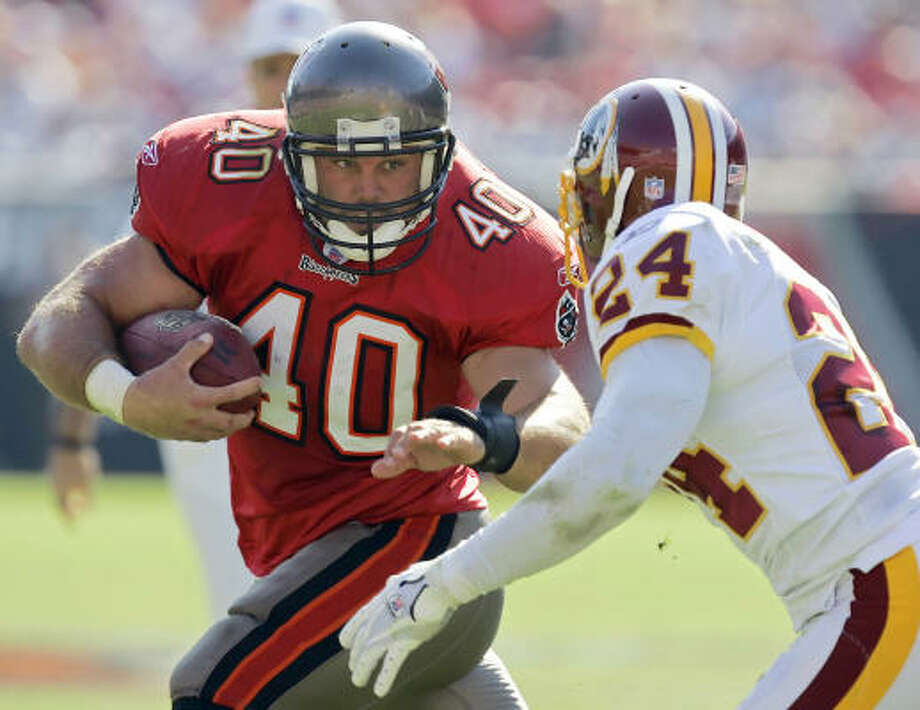 Tampa Bay Buccaneers fullback Mike Alstott (40) made his mark as a tough runner in the NFL. Photo: Associated Press