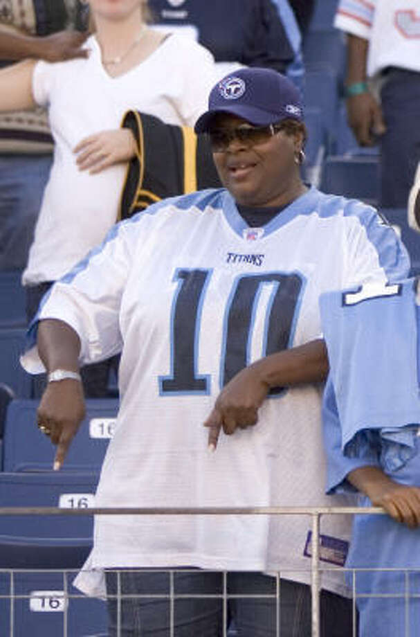 Vince Young's mother, Felicia Young, says her son is tired of all the negativity he's faced after being booed during a 17-10 win Sunday over Jacksonville. Photo: BRETT COOMER, HOUSTON CHRONICLE