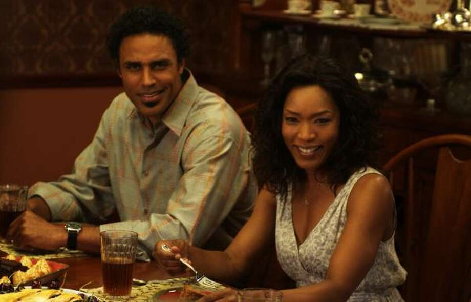 Angela Bassett and Rick Fox star in Tyler Perry's Meet the Browns. Bassett plays a single mother who takes her kids to Georgia, where she meets her deceased father's side of the family. Photo: ALFEO DIXON, Alfeo Dixon