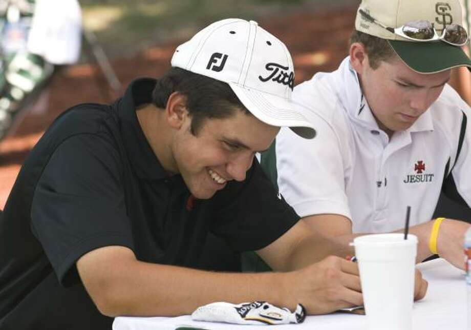 Memorial's Cory Whitsett, left, has reason to smile as he turns in a scorecard that makes him an easy winner of the Class 5A Region III tournament Thursday. Photo: CRAIG PREJEAN, FOR THE CHRONICLE