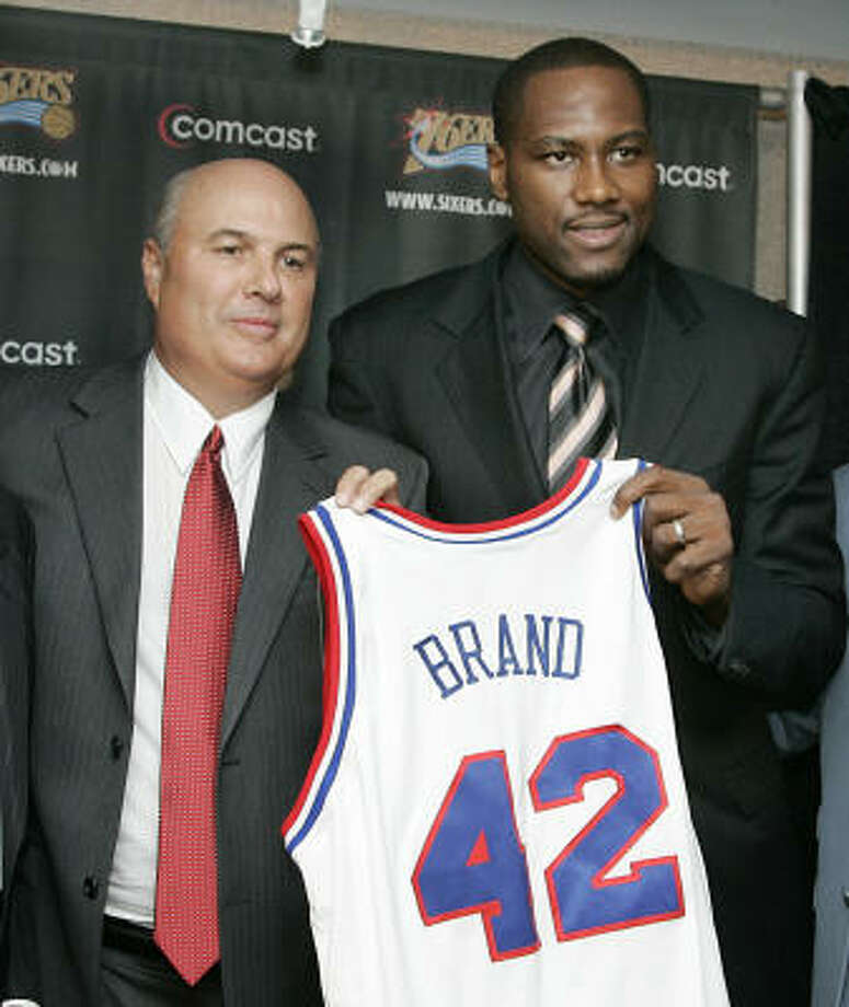 Philadelphia 76ers general manager Ed Stefanski, left, and Elton Brand, the latest member of the Philadelphia 76ers, hold up Brand's jersey during a news conference on Wednesday in Philadelphia. Photo: Tom Mihalek, AP