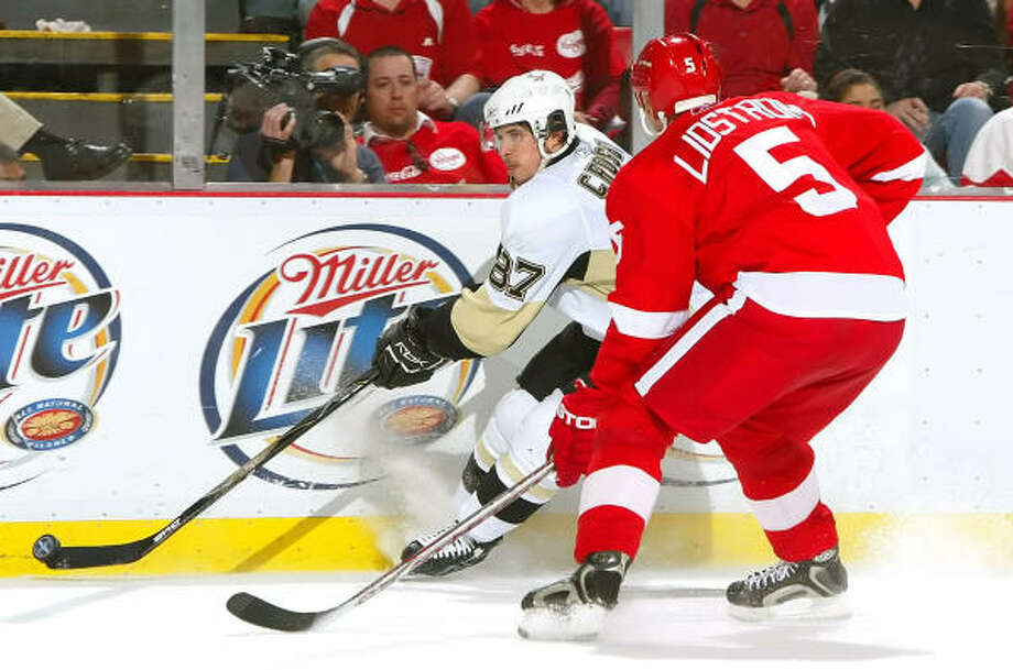 Penguins star Sidney Crosby skates with the puck against the Red Wings' Nicklas Lidstrom (5) in Game 1. Photo: Jim McIsaac, Getty Images