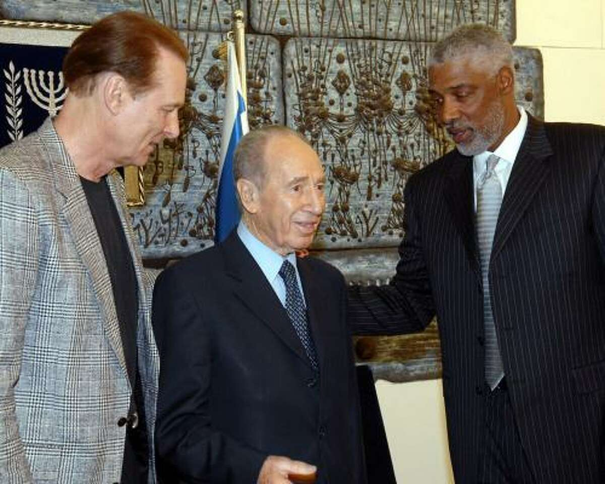 Basketball Hall of Famers Rick Barry (left) and Julius Erving (right) visit with Israeli President Shimon Peres.