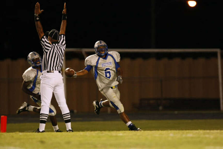 Westbury's Charles Sims scored a touchdown in the second quarter to put the Rebels up 12-8 in the second quarter. Photo: Johnny Hanson, Chronicle