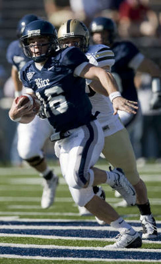 Rice quarterback Chase Clement and the Owls enjoyed having last Saturday off. Photo: James Nielsen, Houston Chronicle