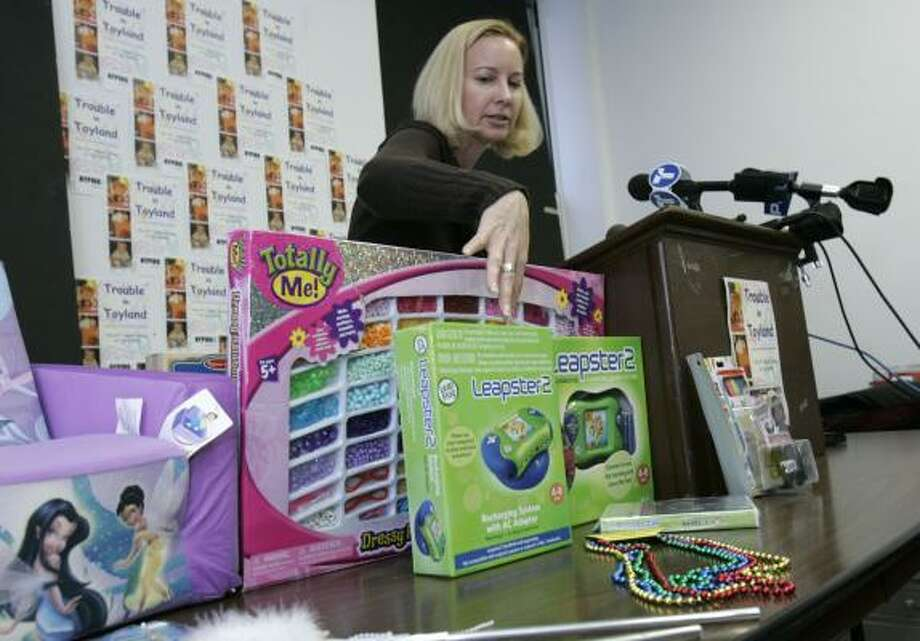 Consumer advocate Tracy Shelton on Wednesday points to a toy called Leapster 2 that contains toxic levels of arsenic. Photo: FRANK FRANKLIN II, ASSOCIATED PRESS