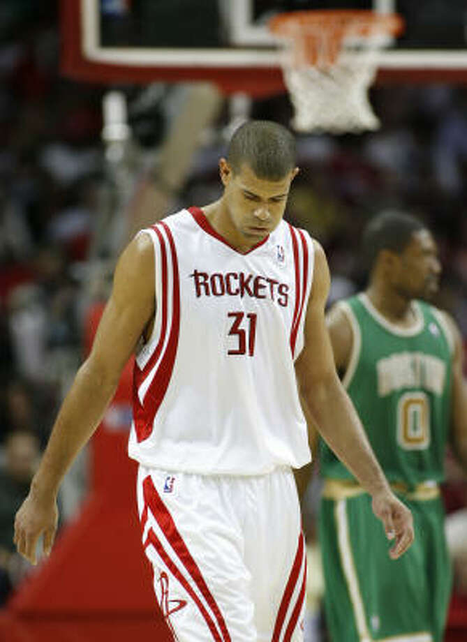 If Rockets forward Shane Battier sits out the last two games of the regular-season, he would give himself a full week between being injured April 9 and the start of the playoffs Photo: Kevin Fujii, Houston Chronicle