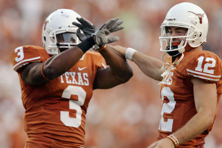 Chris Ogbonnaya, left, and Colt McCoy will lead the Texas offense against the No. 1 Oklahoma Sooners. Photo: Brian Bahr, Getty Images