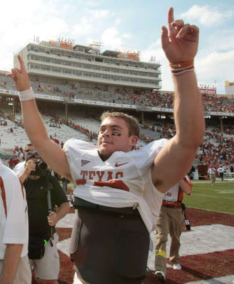 Quarterback Colt McCoy and the top-ranked Longhorns are starting to resemble the school's 2005 national championship squad. Photo: Billy Smith II, Chronicle