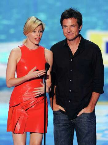 Actors Elizabeth Banks (L) and Jason Bateman speak onstage during the 2011 Teen Choice Awards held at the Gibson Amphitheatre in Universal City, California. Photo: Kevin Winter, Getty Images / 2011 Getty Images