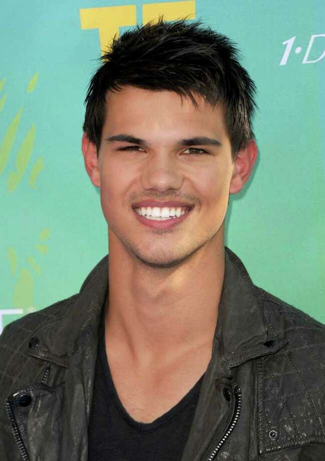 UNIVERSAL CITY, CA - AUGUST 07:  Actor Taylor Lautner arrives at the 2011 Teen Choice Awards held at the Gibson Amphitheatre on August 7, 2011 in Universal City, California. Photo: Jason Merritt, Getty Images / 2011 Getty Images