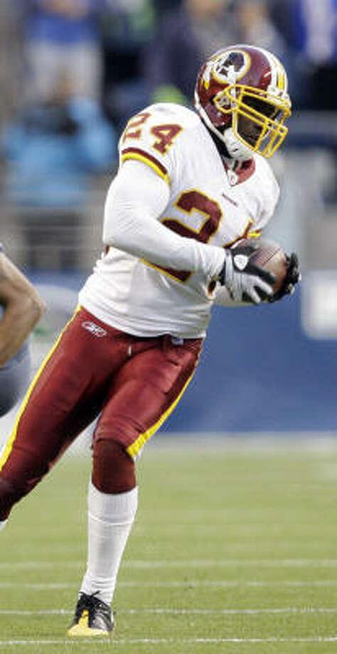 Washington Redskins cornerback Shawn Springs intercepts a pass intended for Koren Robinson late in the fourth quarter. Photo: Elaine Thompson, AP