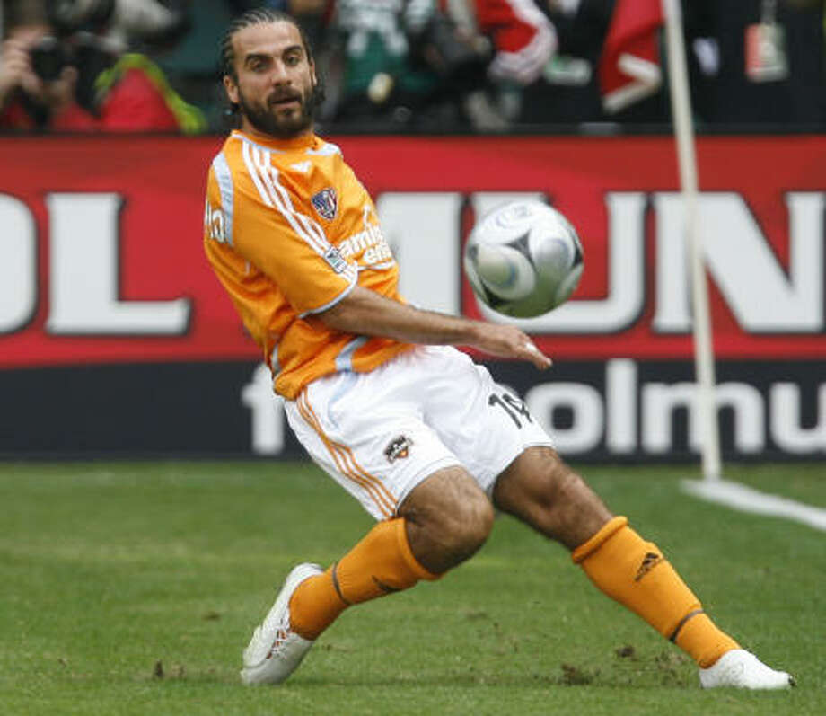 The Houston Dynamo's Dwayne De Rosario was named Canada's top male soccer player for the third straight year. Photo: James Nielsen, Houston Chronicle