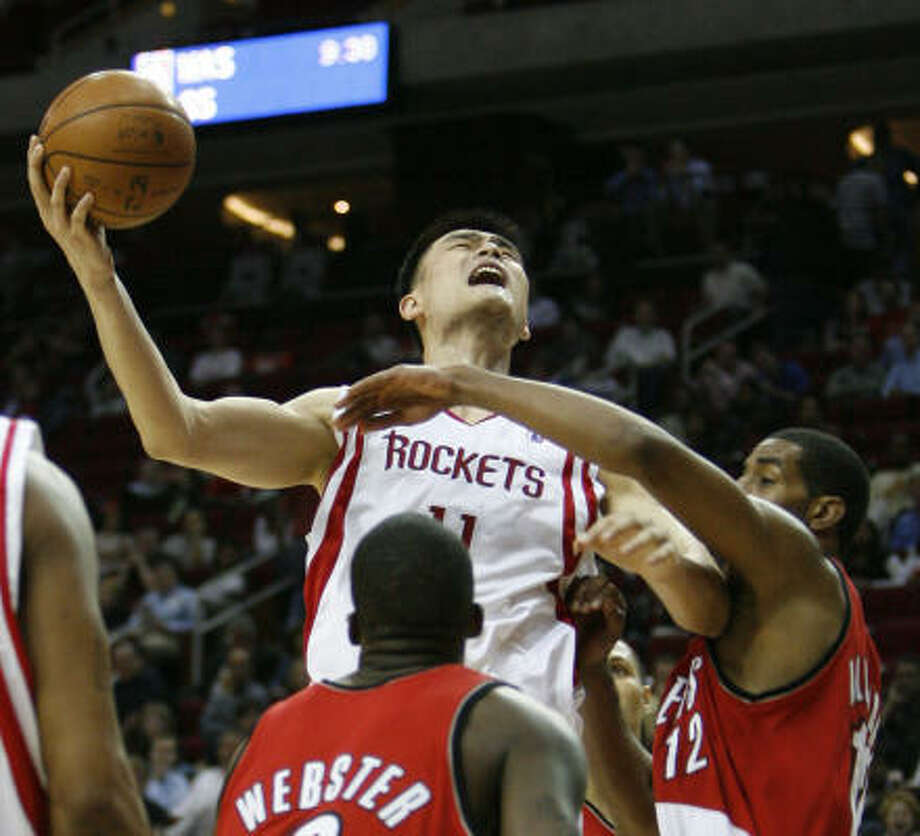 The Rockets need Yao Ming to play 32 minutes per game in 2008-09, columnist Steve Campbell writes. Photo: Kevin Fujii, Chronicle