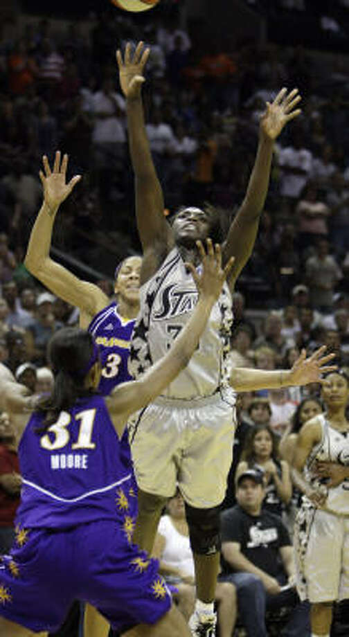 San Antonio Silver Stars forward Sophia Young, right, shoots the game-winning shot over Los Angeles Sparks defender Jessica Moore. Photo: Eric Gay, AP