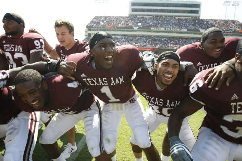 A&M quarterback Jerrord Johnson (1) says he likes the way coach Mike Sherman is handling the team. Photo: Nick De La Torre, HOUSTON CHRONICLE