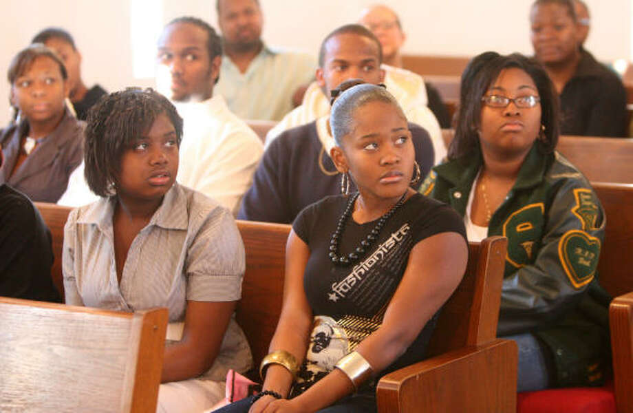 Students in the Charm and Grace program's Debutante & Lord event practice at Mt. Zion Missionary Baptist Church on Jan. 19. Photo: Thomas Nguyen, For The Chronicle