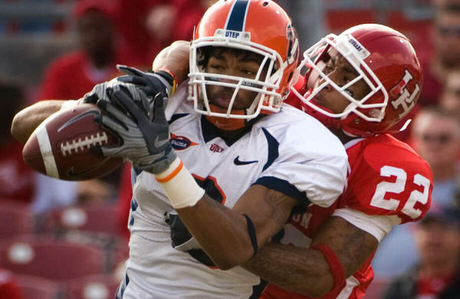 Houston CB Loyce Means (22) can't keep UTEP receiver Kris Adams from hauling in a first-half touchdown pass. Photo: Smiley N. Pool, Chronicle