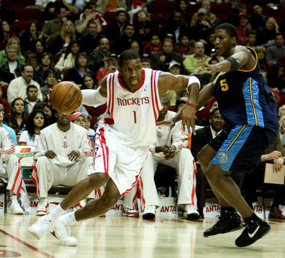 Tracy McGrady, left, did not make it through his first practice back from injury and does not expect to return Saturday. Photo: Bob Levey, For The Chronicle