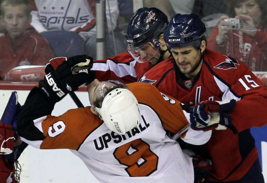 Boyd Gordon (15) and the Capitals got the best of this fight and of Game 5. Photo: Ron Cortes, Philadelphia Inquirer