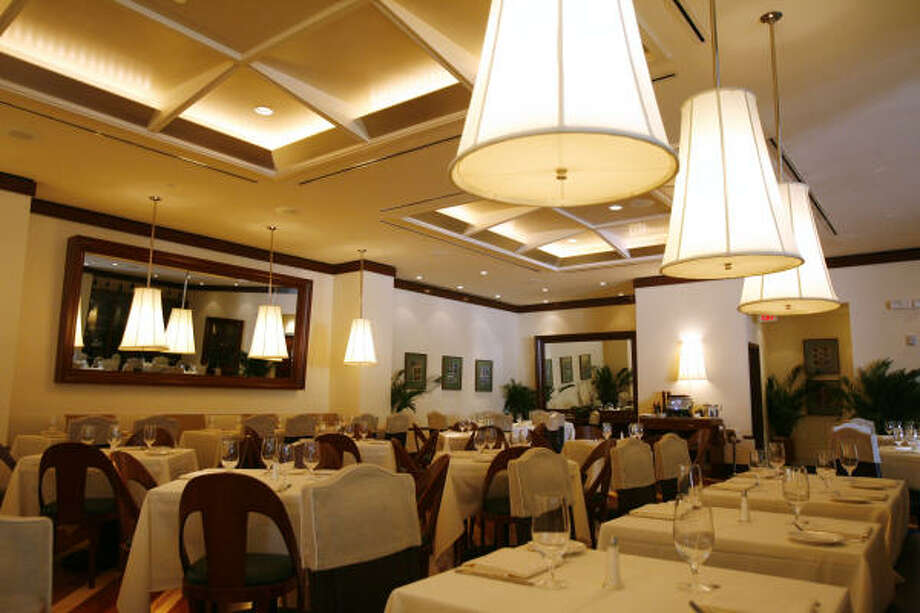 """The Galleria is """"a powerful location,"""" says Raffaele Ruggeri, owner of Bice Ristorante, one of several upscale restaurants now serving at the mall. Photo: Billy Smith II, HOUSTON CHRONICLE"""