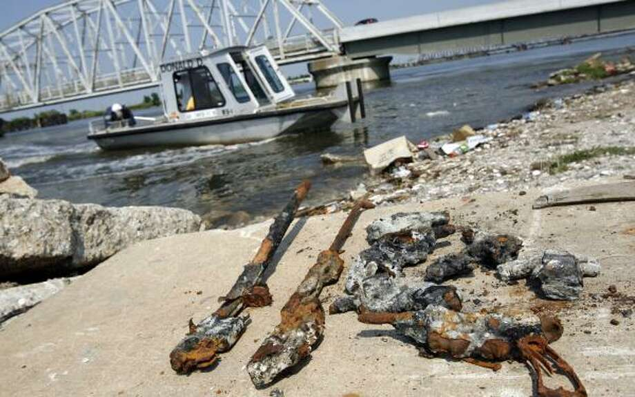 Divers have discovered guns on the bottom of a waterway in New Orleans. Rust and barnacles covered the weapons. Photo: CHUCK COOK, NNS
