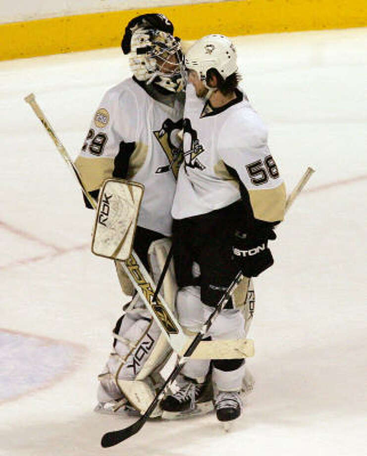 The Pittsburgh Penguins' Kris Letang (right) congratulates goalie Marc-Andre Fleury following a 4-1 victory over the Philadelphia Flyers in Game 3 of the NHL Eastern Conference finals. Photo: Barbara L. Johnston, MCT
