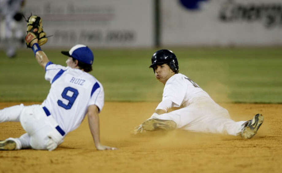 Friendswood's Michael Ruiz, left, flashes some leather against Lamar Consolidated in a 4-3 win on May 29. Photo: Karen Warren, Houston Chronicle