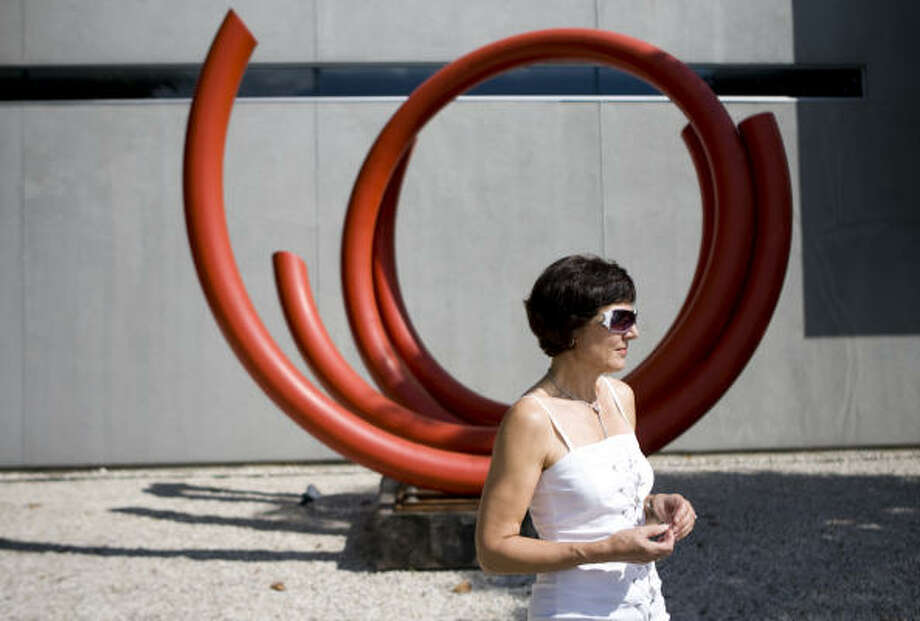 Sonja Roesch outside her gallery with John Clement's sculpture Scoop. Photo: Nick De La Torre, CHRONICLE