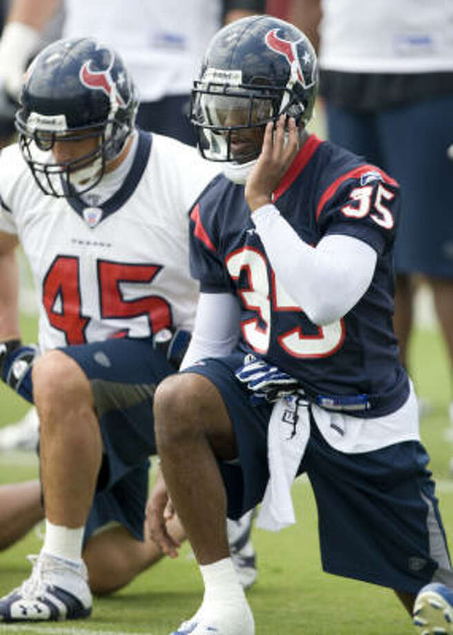 The Texans believe cornerback Jacques Reeves (35) is up to the job of replacing the injured Dunta Robinson. Photo: Brett Coomer, Houston Chronicle