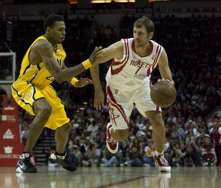 Rockets guard Brent Barry (right) drives past Indiana's Brandon Rush during the first quarter. Photo: James Nielsen, Chronicle