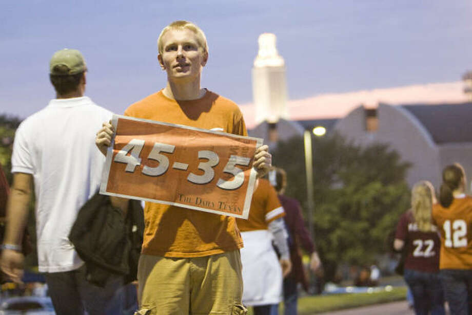 Austin Talbert of Crandall, shows the Texas-Oklahoma score before the UT and Texas A&M game on Thursday at Darrell K. Royal-Memorial Stadium in Austin. Talbert started a campaign using online chat rooms to make sure Oklahoma doesn't pass Texas in the BCS standings. Photo: Nick De La Torre, CHRONICLE