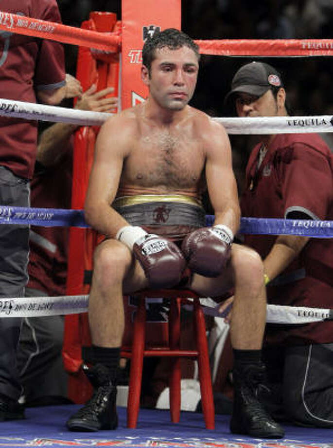 After being dominated by Manny Pacquiao, Oscar De La Hoya is expected to retire. Photo: Jae C. Hong, AP