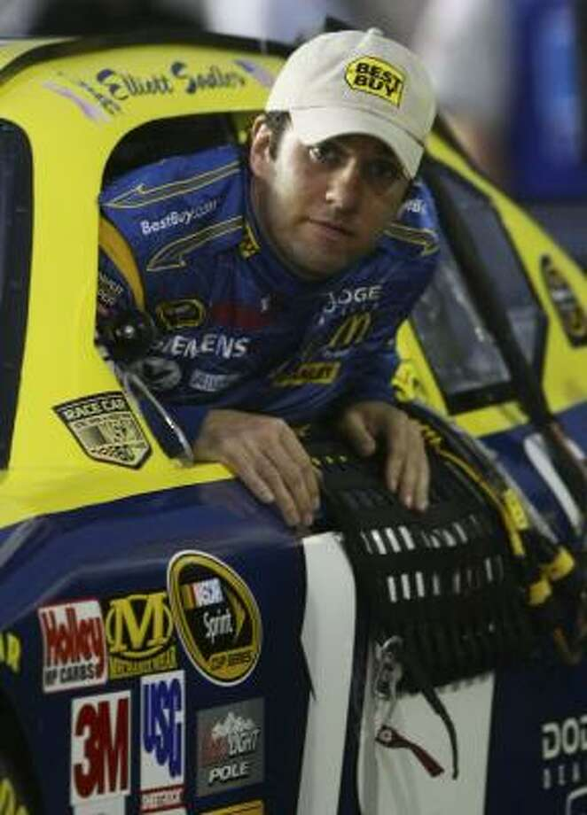 Elliott Sadler, driver of the No. 19 Best Buy Dodge, wiggles into his car before qualifying 18th for Sunday's Kobalt Tools 500 at Atlanta Motor Speedway. Photo: CHRIS McGRATH, GETTY IMAGES